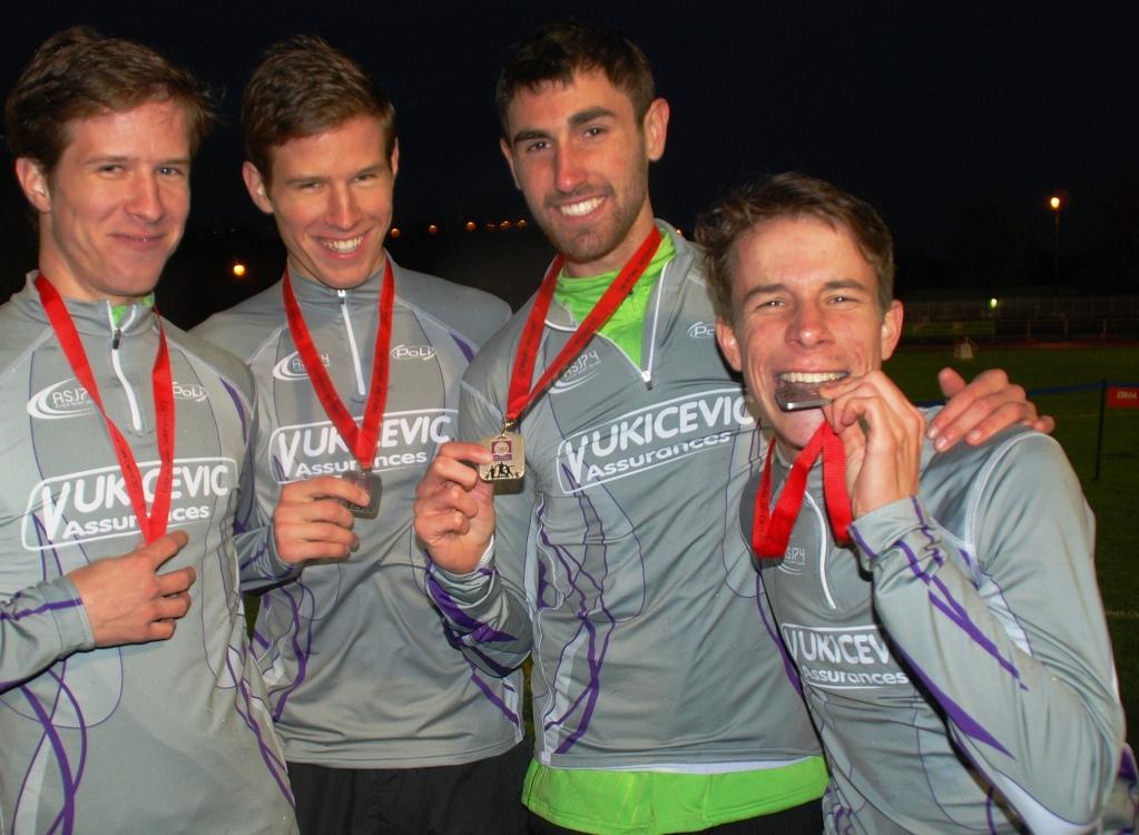 Avec sa tenue argentée, Thomas avait croqué à pleine dents sa belle médaille du 4 x 1500m.