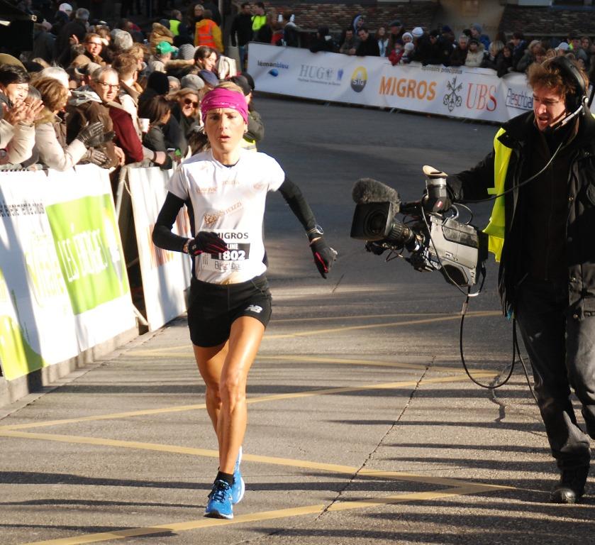 7 décembre 2013, Escalade, épreuve « femmes III ». Eh oui, il n'est vraiment pas évident de coller aux basques de cette icône qu'est Aline Camboulives qui remportera sans autre forme de procès la course féminine réservée aux V1. Elle reléguera ainsi à 38'' sa dauphine, en l'occurrence sa coéquipière néerlandaise Stijntje Reulen Langel : un écart substantiel pour une distance aussi courte, à savoir 4,787km. Elle revêt ici les couleurs du Team Rocco Guerrazzi, partenaire suisse de l'Athlé Saint-Julien 74.