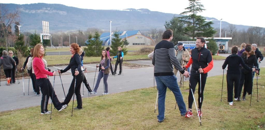 A l'issue de chaque entrainement de marche nordique, place à 10' de renforcement musculaire et d'étirements.
