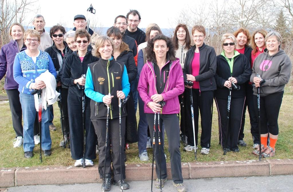 Dès son premier cours de jeudi passé Sylvie Lavieille (avec le soutien de Sandrine Berguerre au premier plan) a réuni 18 marcheurs débutants ; seuls les 30 premiers inscrits pourront poursuivre l'aventure.